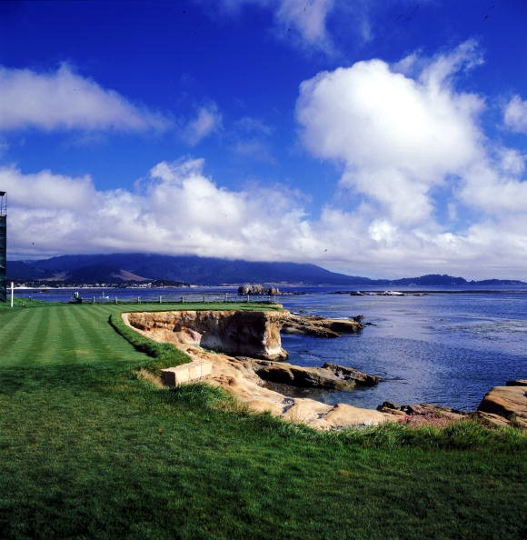 Pebble_beach_18_tee