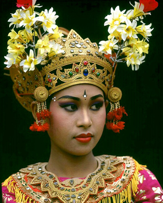 Bali_Dancer_Black_Backdrop_Jim_Zuckerman