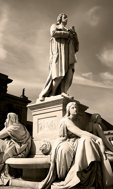 Statues_In_Square_BW_Lynne_Eodice